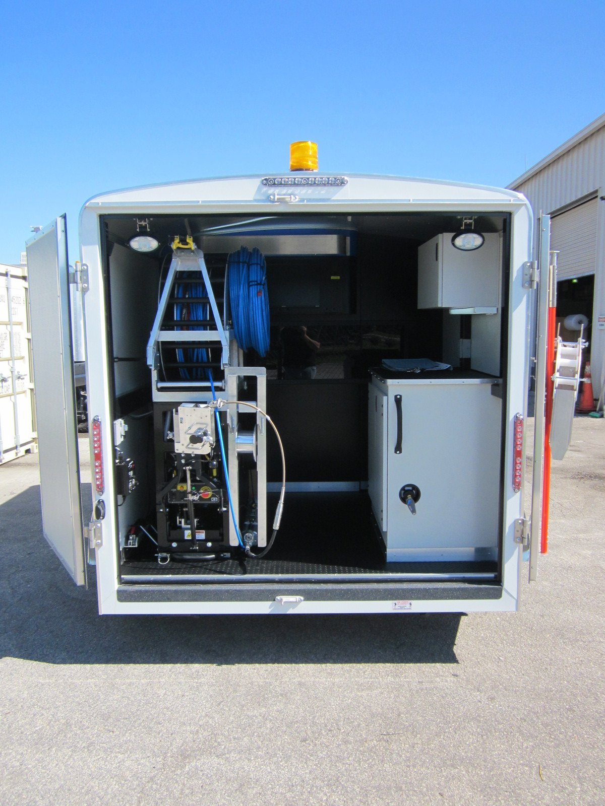 Customized Vehicle/Trailer-mounted TV In...